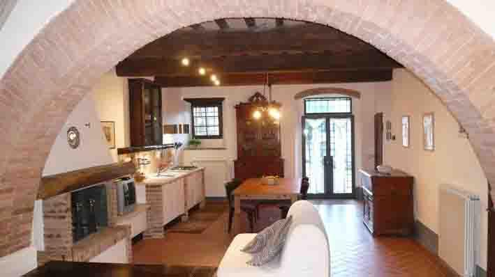 Vacanze in toscana casa baronetta rivalto appartamento for Mobili 800 toscano